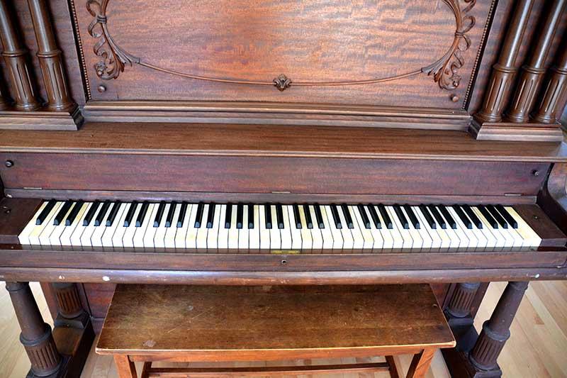 Meuble magnifique du piano Newcombe