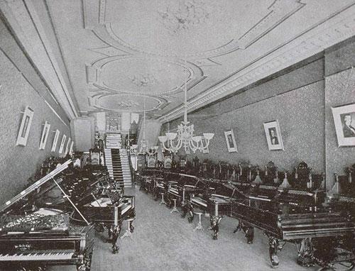 Salle de montre du magasin de Piano L.E.N. Pratte
