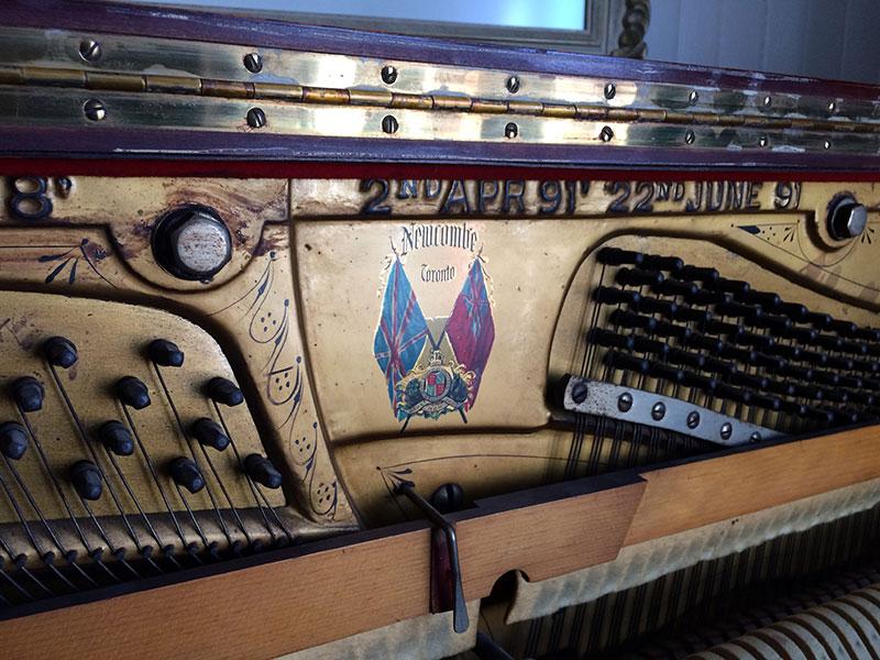 Pas de corrosion sur ce piano Newcombe