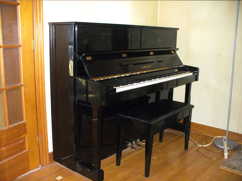 meuble du piano Yamaha T121