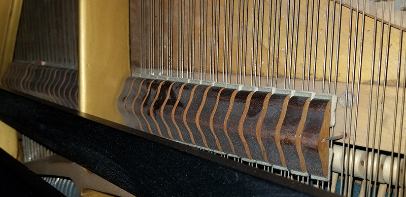 Les cordes du piano baby grand Mason & Rich
