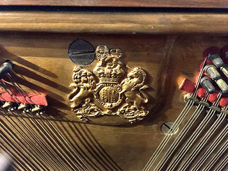 Piano droit Broadwood fournisseur de la cour d'Angleterre