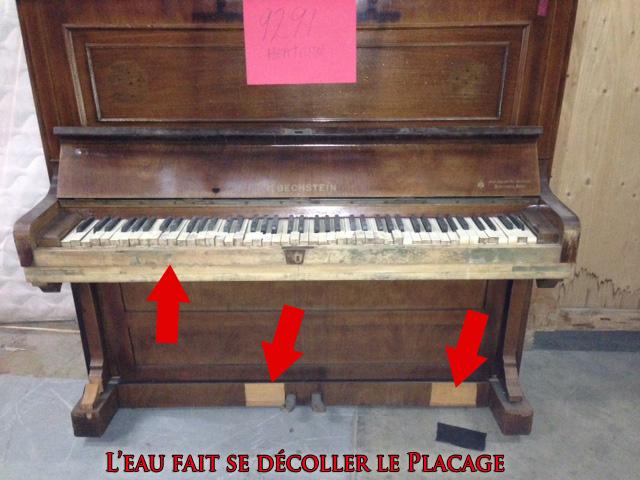 Le meuble abîmé du piano Bechstein