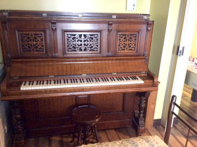 Meuble et clavier du piano Demerson