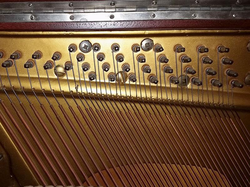 cordes du piano L.E.N. Pratte