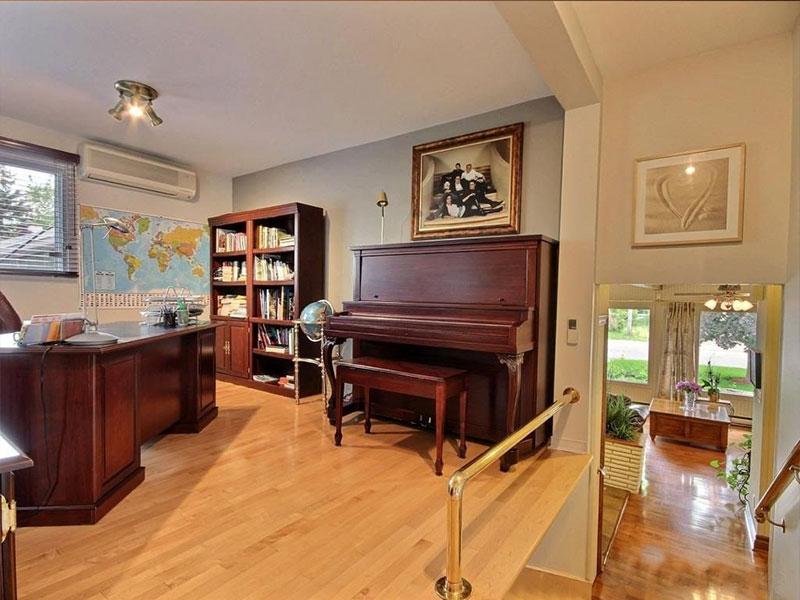 meuble du piano L.E.N. Pratte
