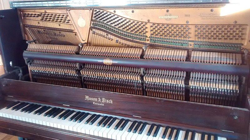 Piano droit Mason & Rich du début du siècle dernier