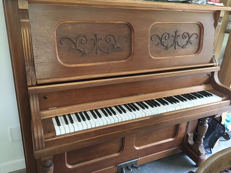 Le meuble du piano droit Willis