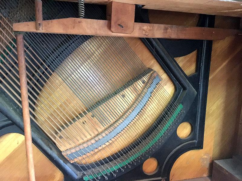 Pont des cordes basses du piano droit Willis